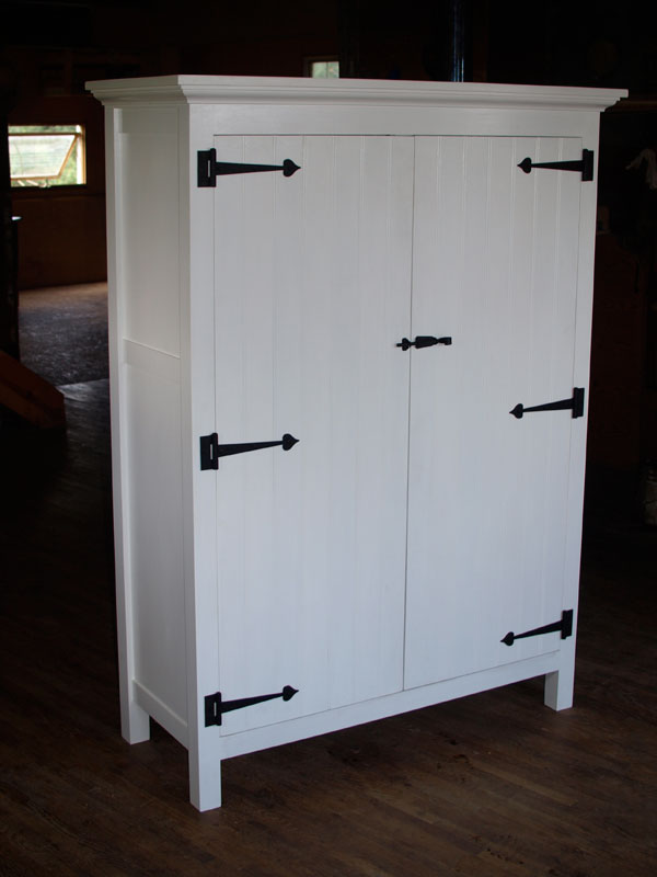 Charmant White Painted Country Cupboard With Strap Hinges